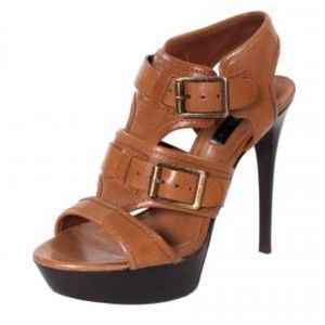 | Burberry | Camel Leather Platform Heels. Size 38